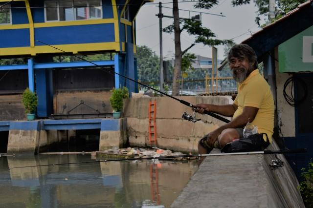 Homem pescando